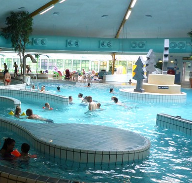 Subtropische zwembaden utrecht met glijbanen for Zwembad den bosch