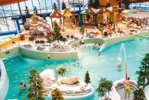 Zwembaden met wildwaterbaan. bekijk de mooiste wildwaterbanen!